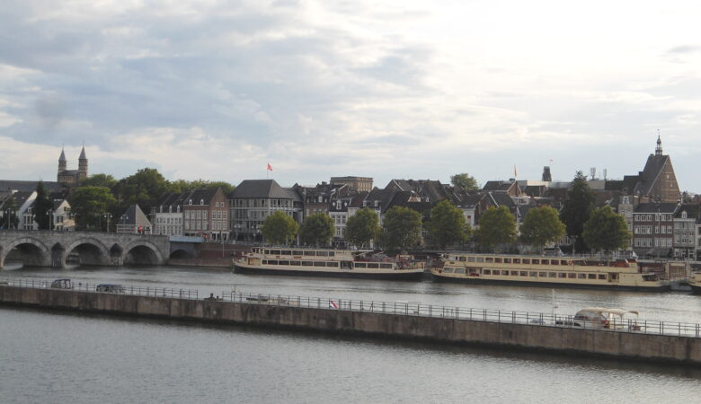 Maastricht in de avond